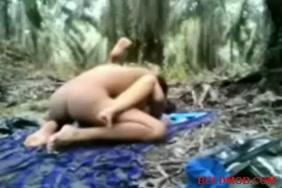 فتاة نردي تحصل على بوسها مارس الجنس على كاميرا حية.