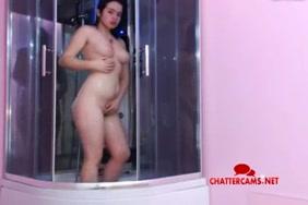 الساخنة في سن المراهقة وقحة يحصل شاعر المليون في الحمام.