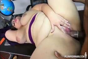 مدرس المدرسة المشاغب يمارس الجنس مع طالبها.